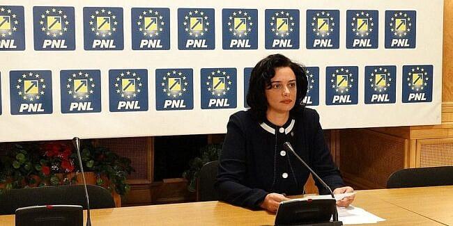 Angelica Fădor: Parlamentul nu trebuie să fie un joc de popice, unde fiecare răstoarnă Guvernul când dorește