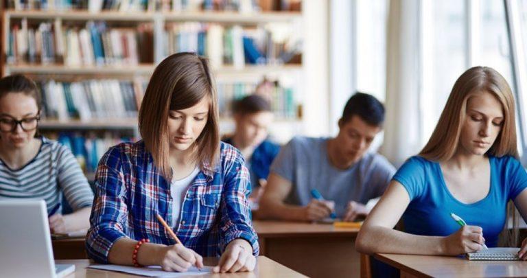 Stimulente financiare elevilor de 10 la examenele naționale