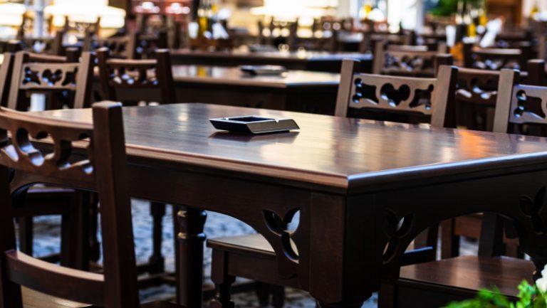 Restaurantele și cafenelele vor fi redeschise în interiorul clădirilor