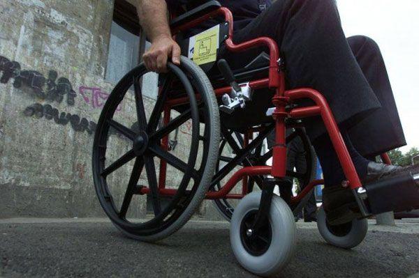 Precizări cu privire la biletele de transport interurban la care au dreptul gratuit persoanele cu handicap grav