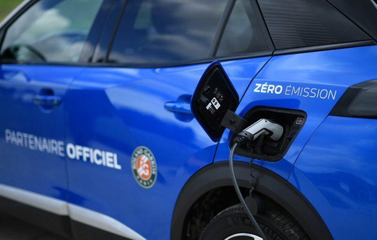 Peugeot aduce mobilitatea electrica la turneul Roland-Garros