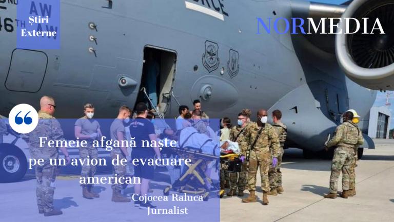 Femeie afgană naște pe un avion de evacuare american